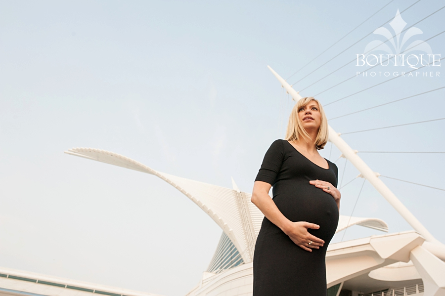 Life Style Maternity Session at the Milwaukee Art Museum